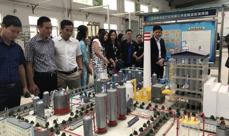 Hiệu trưởng trường THPT Thân Nhân Trung cùng đoàn công tác Đại học Nông – Lâm Bắc Giang thăm và làm việc tại Trung Quốc