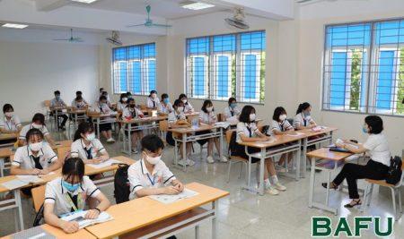 Học sinh Trường THPT Thân Nhân Trung đi học trở lại sau kỳ nghỉ dài phòng, chống dịch Covid-19
