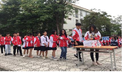 Học sinh Trường THPT Thân Nhân Trung chung tay cùng cả nước hướng về đồng bào miền Trung