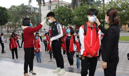 Trường THPT Thân Nhân Trung đảm bảo an toàn cho học sinh trở lại trường