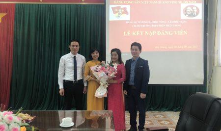 Chi bộ trường THPT Thân Nhân Trung tổ chức lễ kết nạp Đảng viên